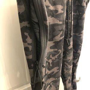 Nike Pants - Nike Tech Fleece Pro Jogger - Camo Large